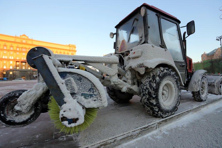 На столичные дороги вышло более 6 тысяч единиц снегоуборочной техники