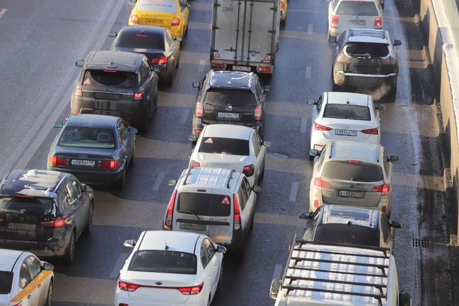 ЦОДД призвал водителей быть внимательными аккуратными на дорогах в связи со снегом в Москве