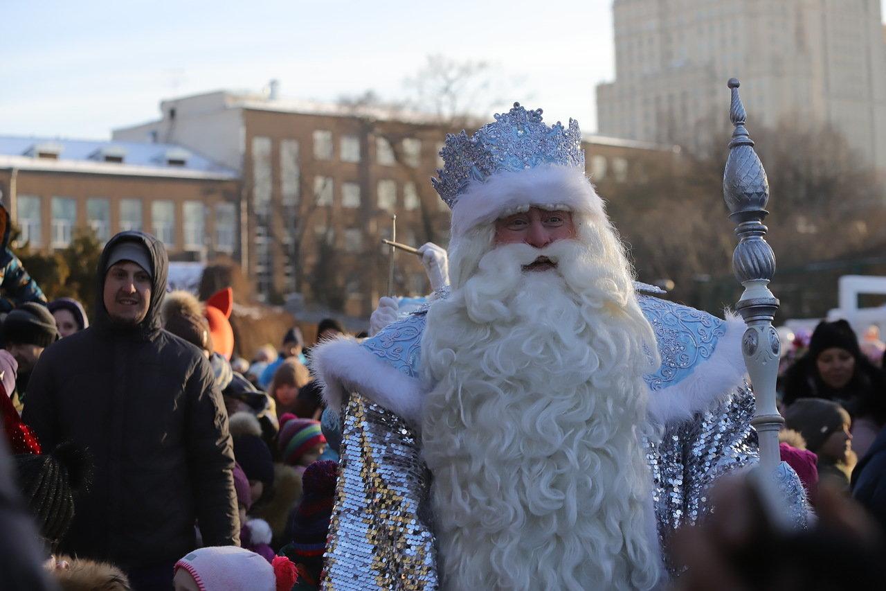 Дед Мороз из Великого Устюга посетил Московский зоопарк