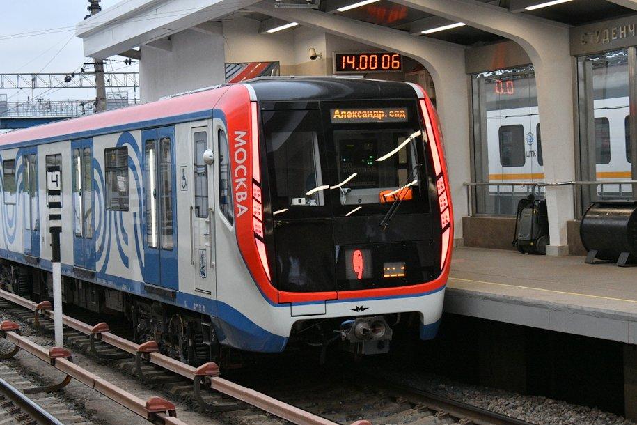 Филевская линия мосметро полностью перешла на новые поезда «Москва»