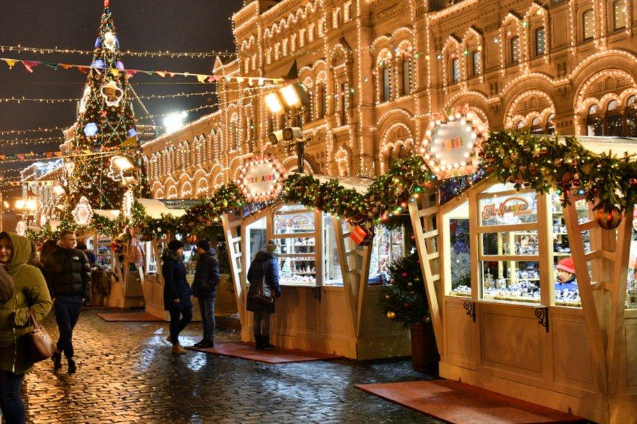 На фасадах зданий в центре Москвы покажут праздничные видеоролики