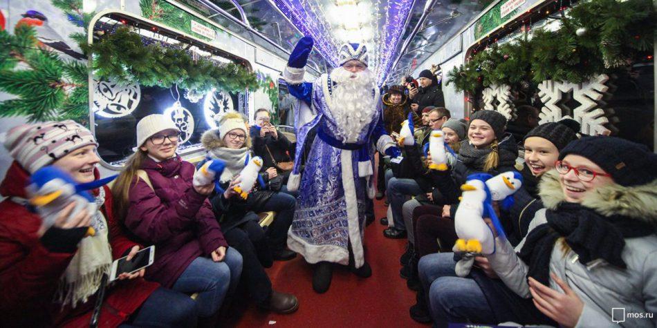 В метро запустили тематический поезд «Путешествие в Рождество»