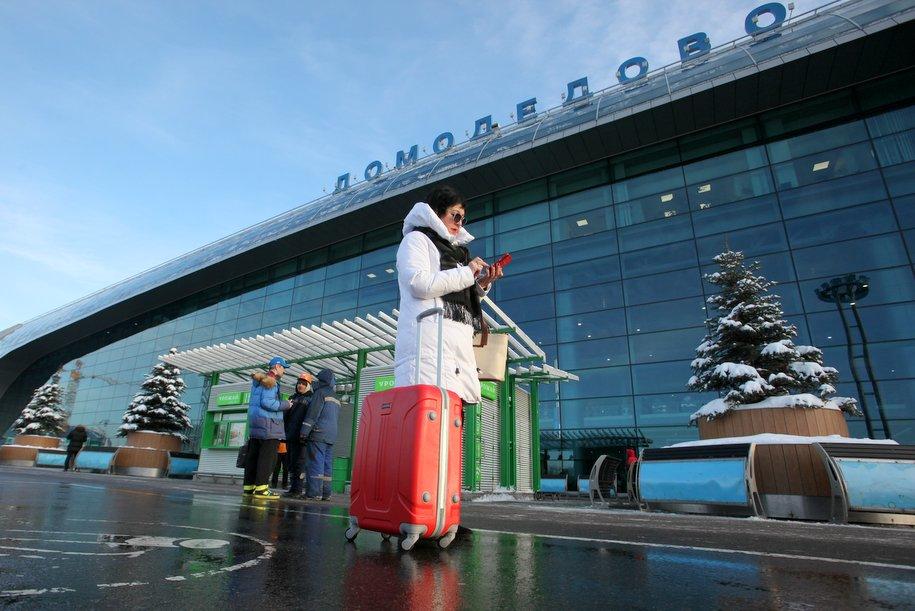 Аэропорт Домодедово ускорил досмотр крупногабаритного багажа при входе в аэропорт