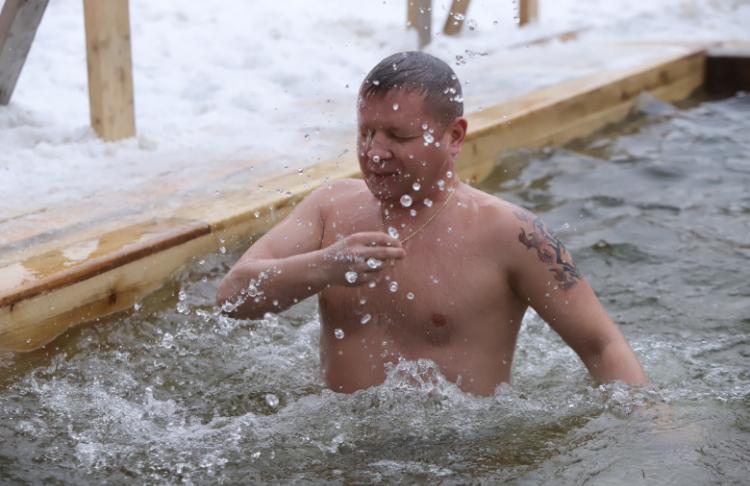 Более 270 тысяч москвичей искупались в Крещенскую ночь