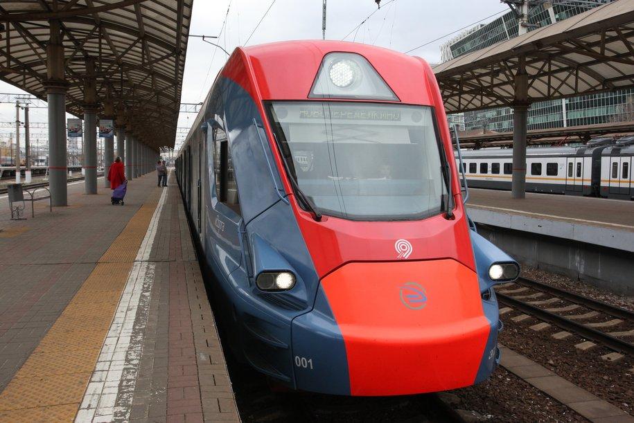 Парк пригородных поездов обновлен на 52% — Собянин