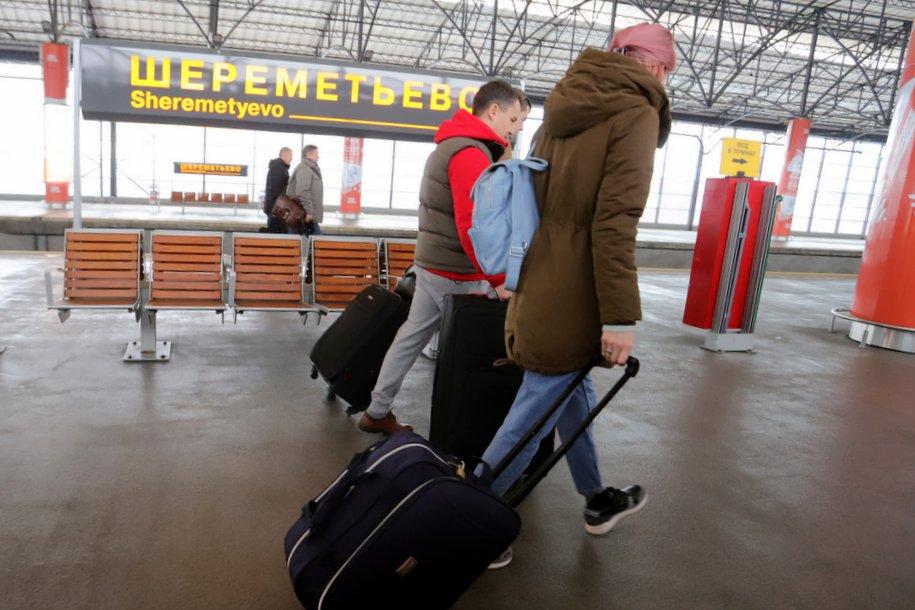 Взлетно-посадочную полосу международного аэропорта Шереметьево закрыли для проведения работ по эвакуации самолета