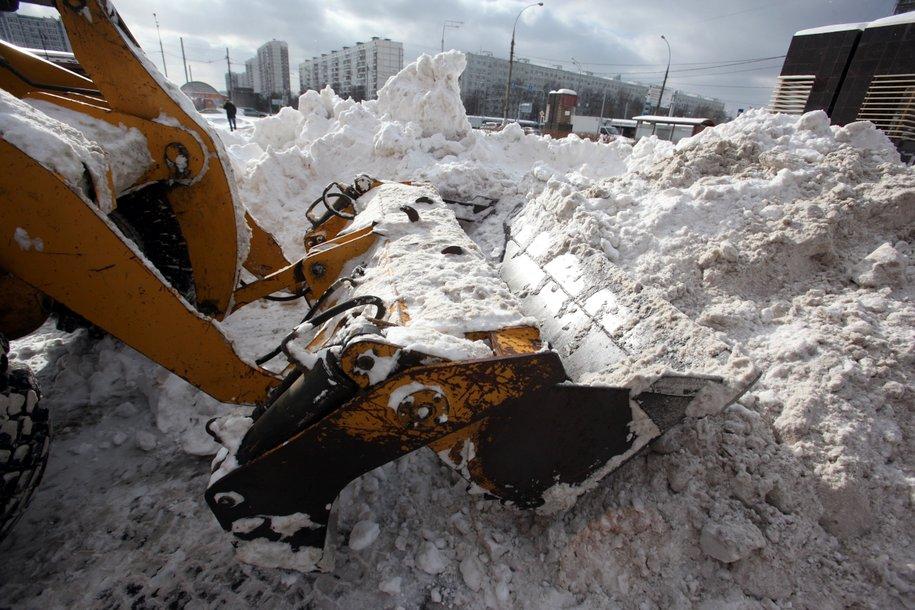 Количество снегоуборочной и снеговывозящей техники в столице увеличено до 12 тысяч единиц