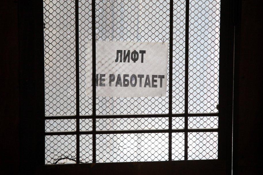 В больницах и поликлиниках Москвы заменят лифты