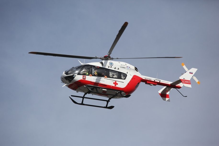 Вертолет МАЦ эвакуировал рабочего, который упал в строительный котлован в Коммунарке