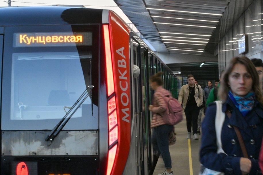 На Филёвской линии метро произошел сбой в движении поездов