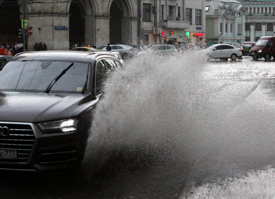 На Липецкой улице перекрыто движение из-за скопления воды