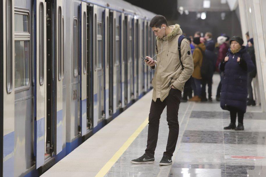 На «фиолетовой» ветке метро произошёл сбой в движении поездов