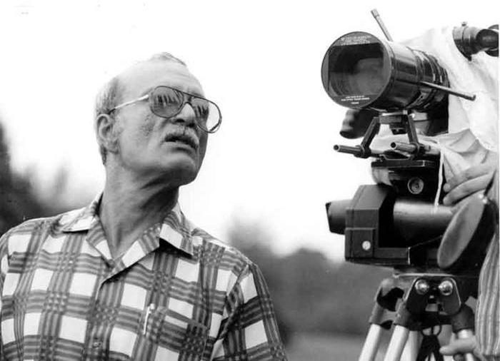 Режиссера Георгия Данелию ввели в состояние искусственной комы