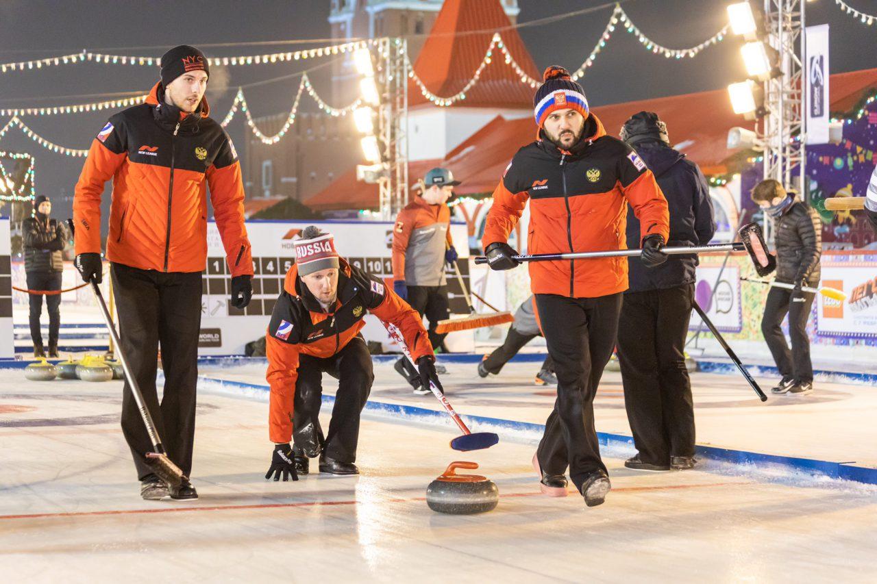 На Красной площади стартовал международный турнир по керлингу