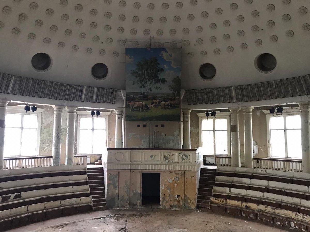При реконструкции павильона «Животноводство» на ВДНХ обнаружили картину Бориса Щербакова