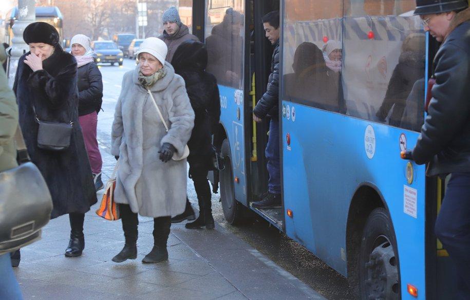 Большинство москвичей отказалось сегодня от личного транспорта и пересело на общественный