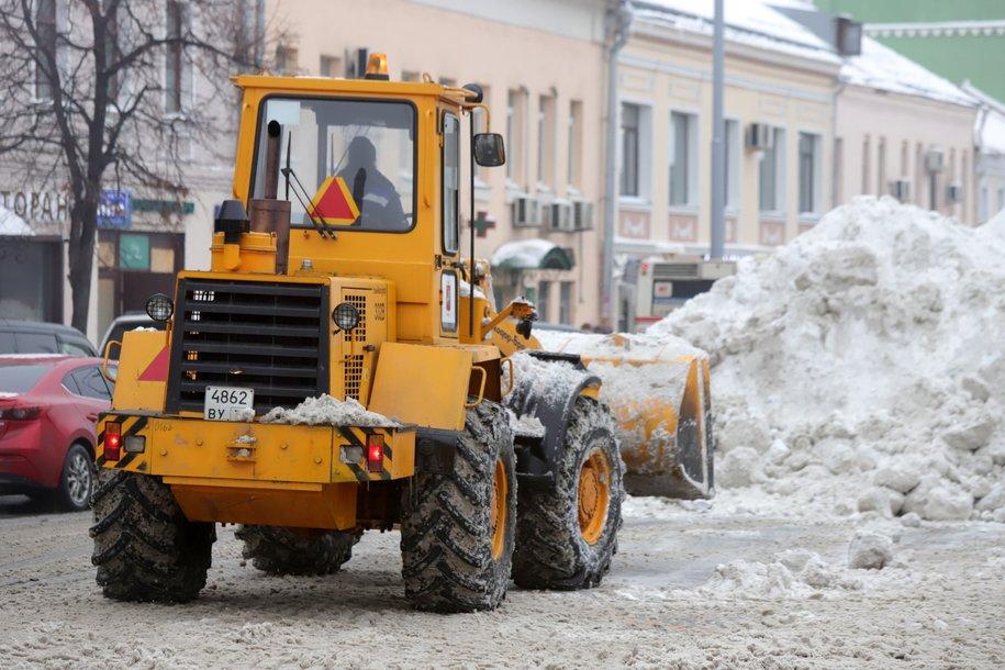 В Москве продолжаются работы по уборке и вывозу снега