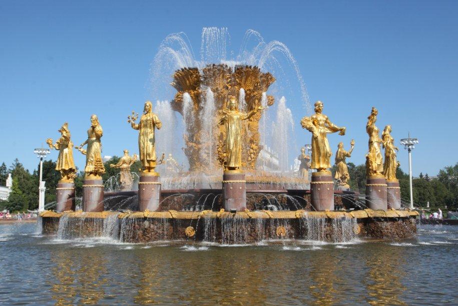 Реставраторы воссоздали более 20 скульптур с фонтанов «Каменный цветок» и «Дружба народов» на ВДНХ