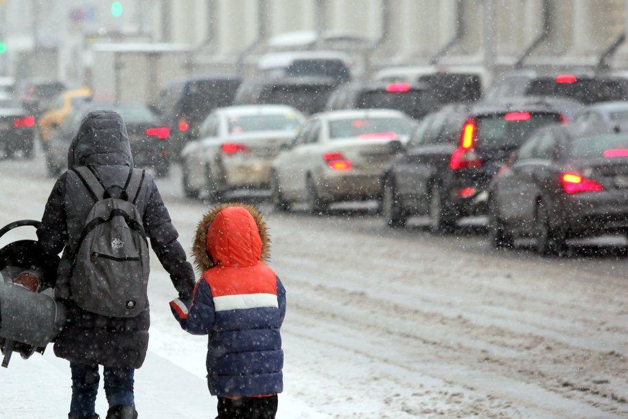 МЧС Москвы рассылает на телефоны москвичей экстренное предупреждение об опасной погоде