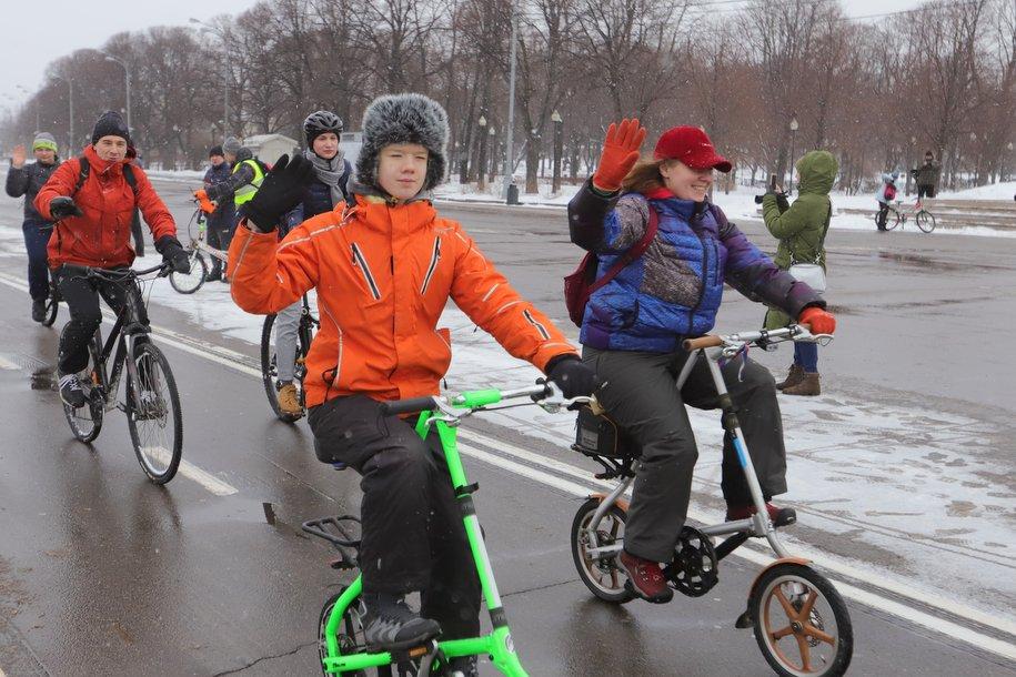 В Парке Горького прошел праздничный зимний велопробег