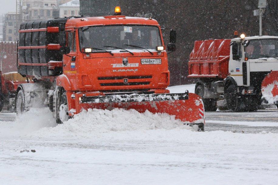 В уборке снега в Москве задействовано более 8 тысяч единиц спецтехники