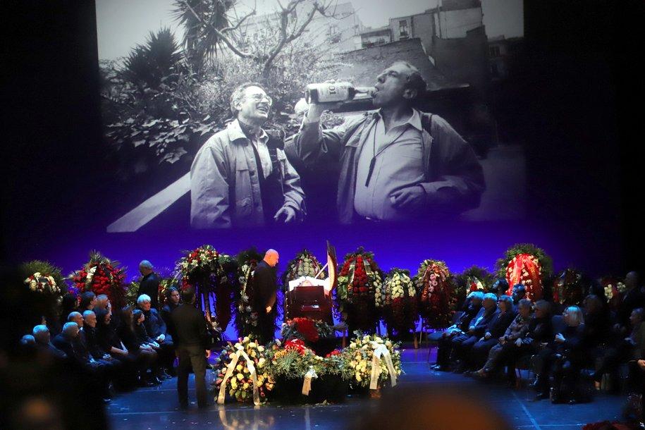 С актером Сергеем Юрским простились аплодисментами в Москве