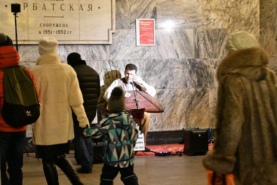 Песни из советских кинофильмов и композиции зарубежных музыкантов исполнят в метро в День всех влюбленных