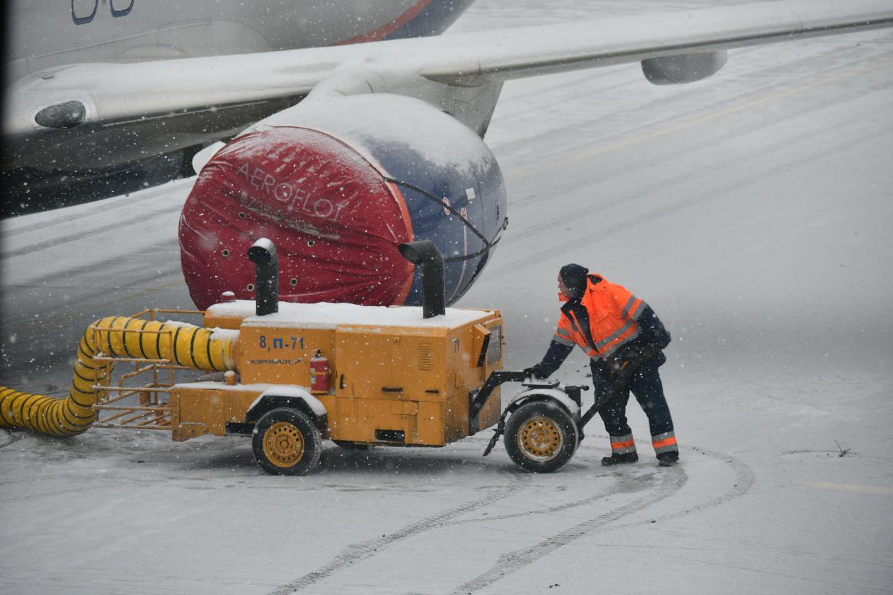 В столичных аэропортах задержано и отменено более 50 рейсов