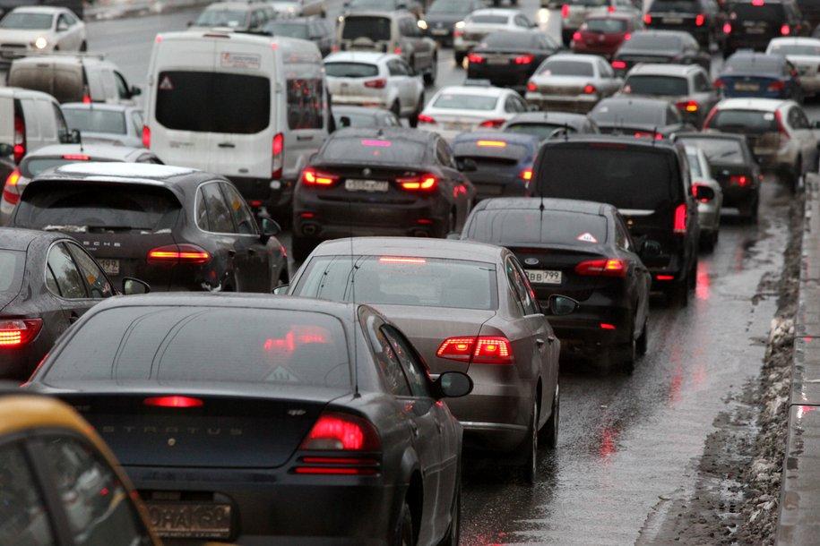 ЦОДД призвал автомобилистов пользоваться метрополитеном в связи с загруженными дорогами