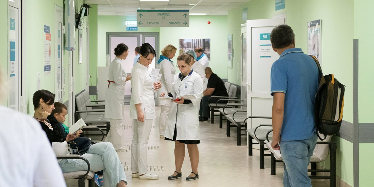 Сотрудники Боткинской больницы проведут обучающий курс для врачей временного госпиталя в Крылатском