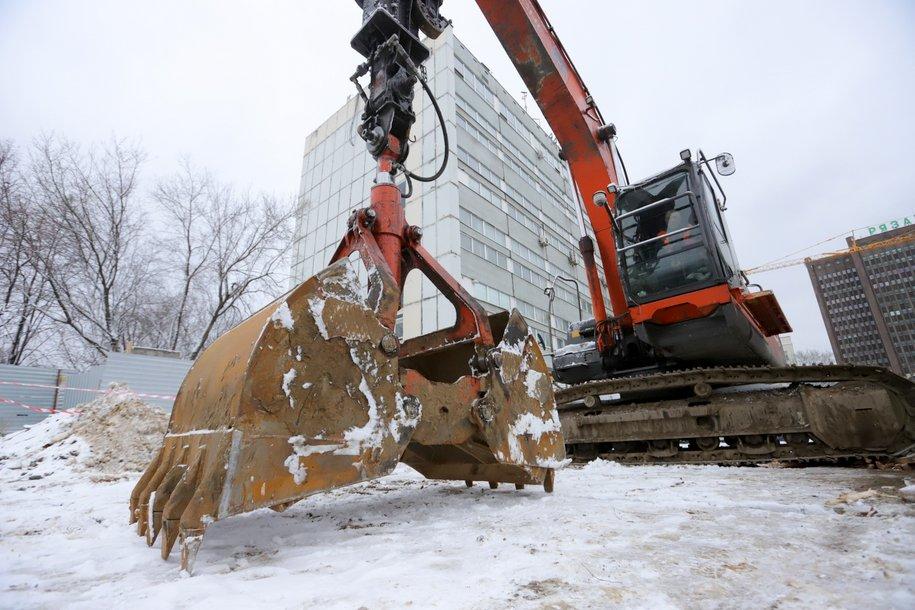 На Краснолиманской улице начался снос дома расселенного по программе реновации