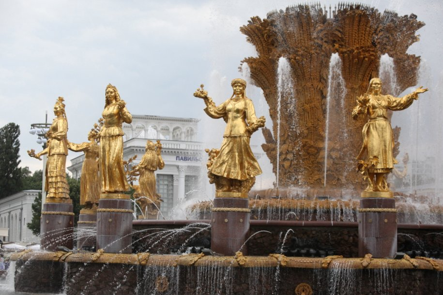 Завершилась реставрация скульптур фонтана «Дружба народов»