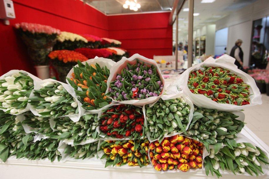 Почти 300 тонн цветов перевезли через аэропорты Шереметьево и Домодедово