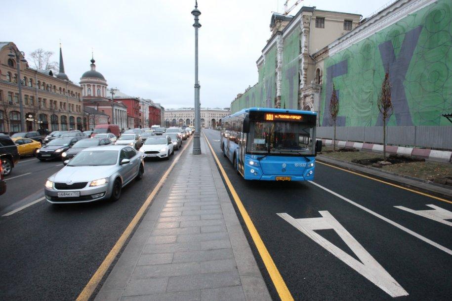 На пяти столичных магистралях вводится ежедневный режим выделенных полос