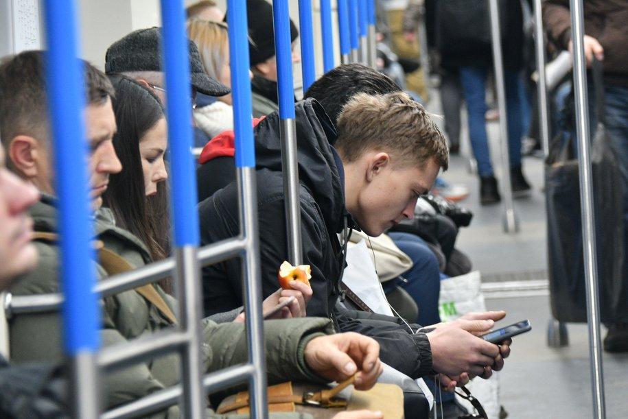 Более 17 тыс. учащихся пополнили карты москвича через приложение «Метро Москвы»