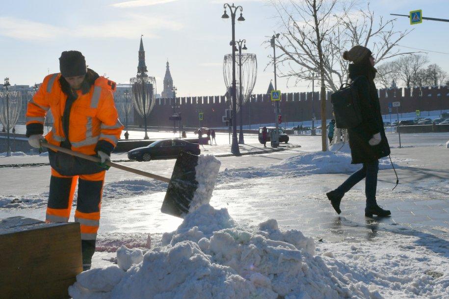 Высота сугробов в Москве снизилась до 16 см