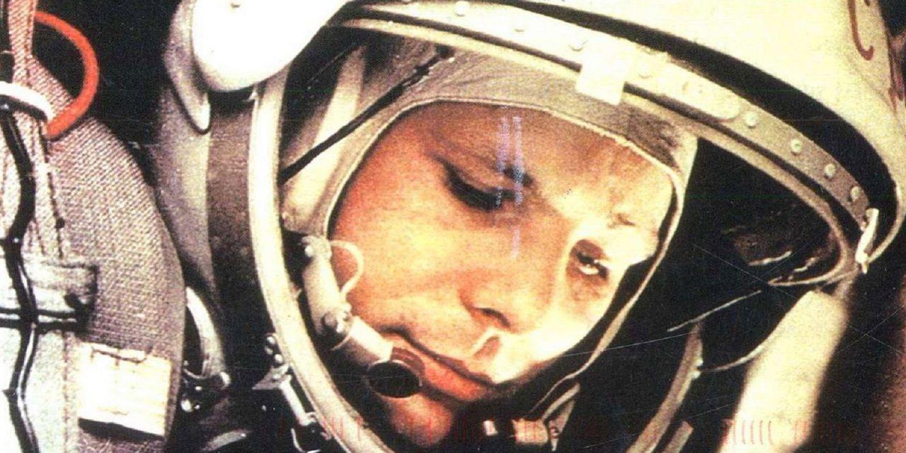 На станции МЦК «Площадь Гагарина» открыли выставку в честь дня рождения космонавта