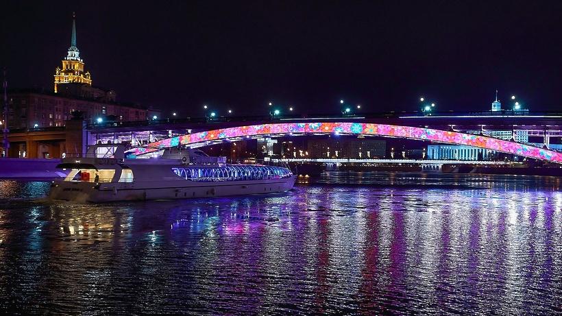 Смоленский мост украсила «умная» подсветка
