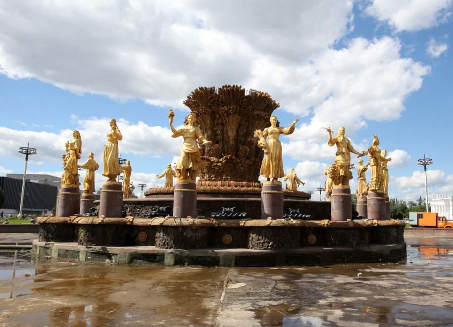 В Москве с начала весны помыли 50 фонтанов