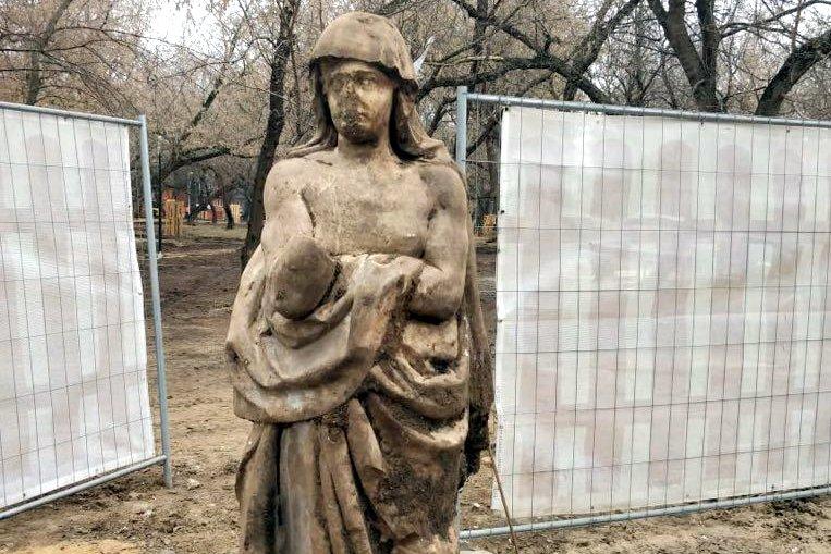 В усадьбе Люблино обнаружили мраморную скульптуру XVIII века