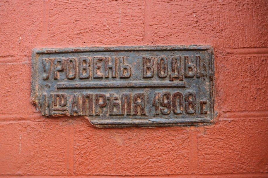 Москва в деталях: таблички напоминающие о наводнениях