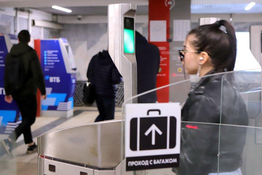 Москвичи смогут платить лицом на всех станциях метро