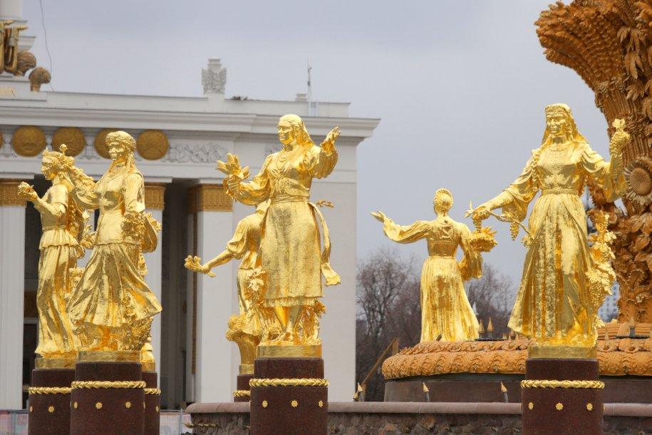 Cергей Собянин открыл после реставрации фонтаны «Дружба народов» и «Каменный цветок»