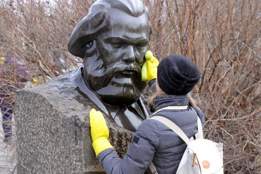 Все столичные памятники помоют до конца апреля