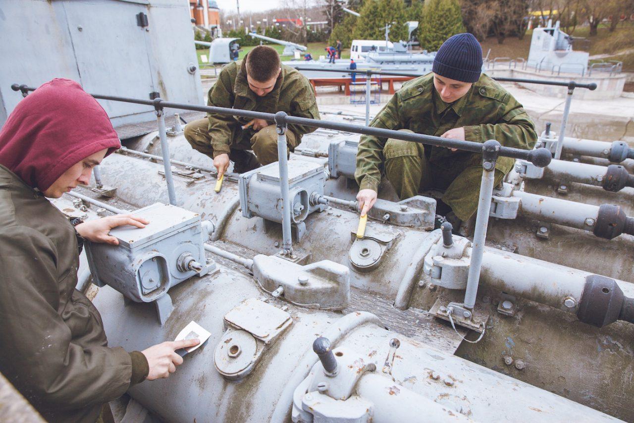 Корабли и подводные лодки привели в порядок во время субботника в Музее Победы