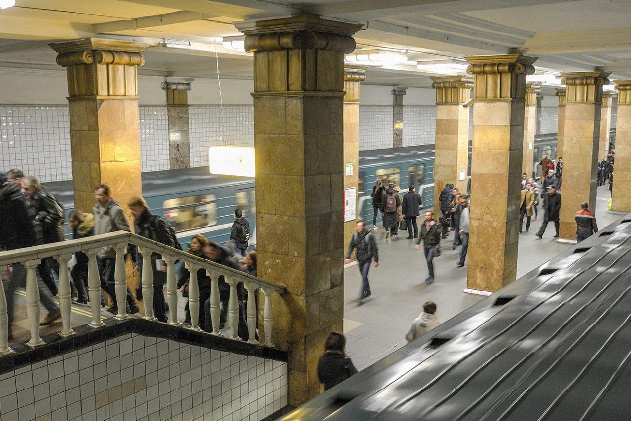 Движение между станциями «Парк культуры» и «Комсомольская» восстановлено