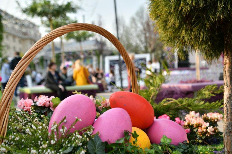 Более 4 тыс. пасхальных яиц подарили пассажирам Мострансавто 28 апреля в честь праздника