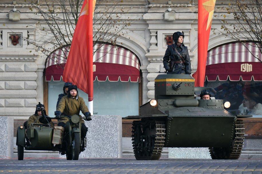 Движение в центре Москвы будет ограничено сегодня в связи с репетицией Парада Победы