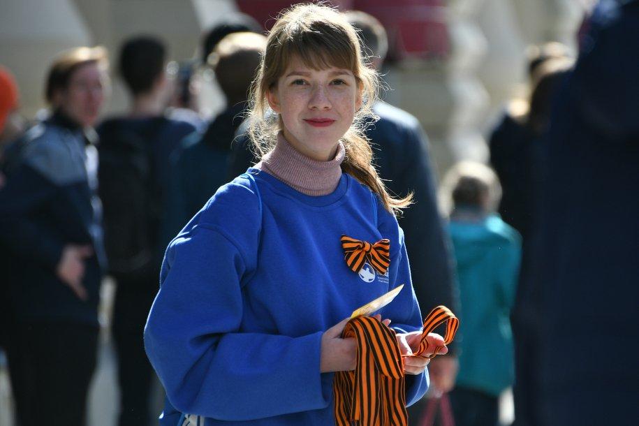 Около 5 тыс. добровольцев будут раздавать георгиевские ленточки в России