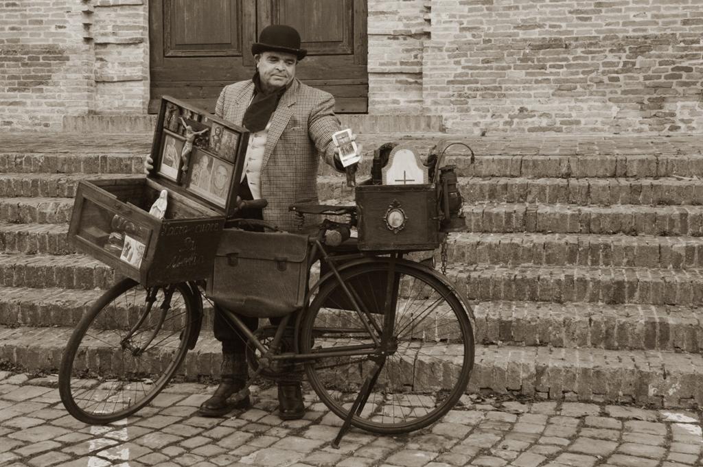 В «Аптекарском огороде» откроется выставка коллекции уникальных старинных велосипедов из Италии «Вся жизнь в одном велосипеде»